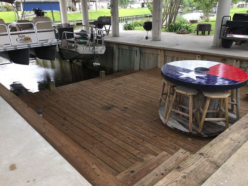 Boat house on Chocolate Bayou, holiday rental in Rosharon
