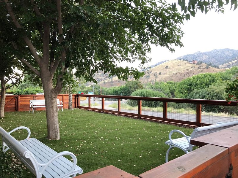 Large, beautiful home in the ♥ of Kernville, alquiler vacacional en Posey