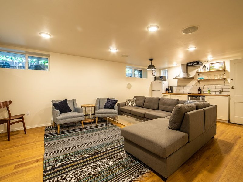 Modern Apartment across the street from University of Montana campus, holiday rental in Clinton