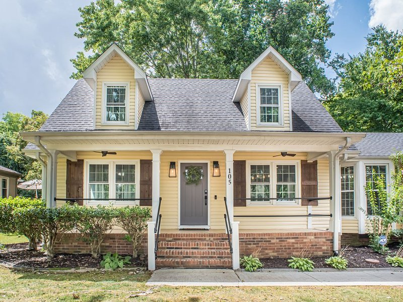 HGTV's Fixin' to Sell - Cape Cod Farmhouse, holiday rental in Meridianville