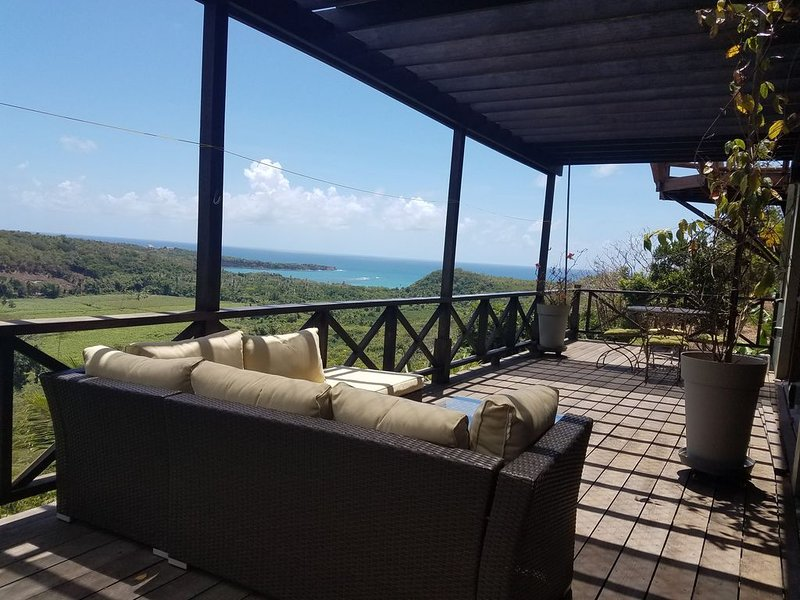 Elegant apartment  with panoramic view of beautiful Grenada, holiday rental in Westerhall