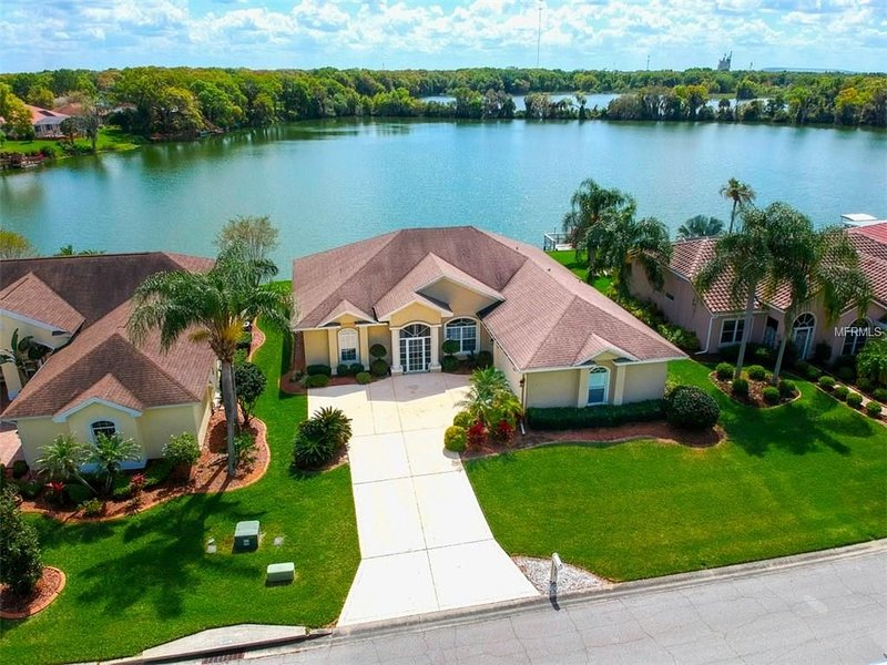 Beautiful Waterfront House for the Family, holiday rental in Bartow