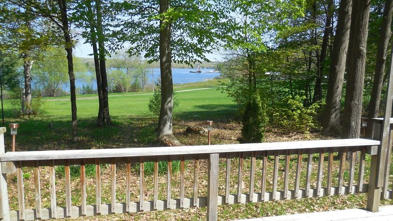 Harbour House overlooking Discovery Harbour, Penetanguishene., vacation rental in Port McNicoll
