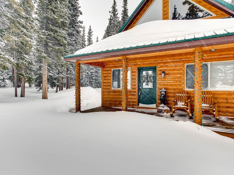 Mountain Views/Wood Fireplace/ King Beds/Near National Forest-Whimsical Hollow, holiday rental in Fairplay