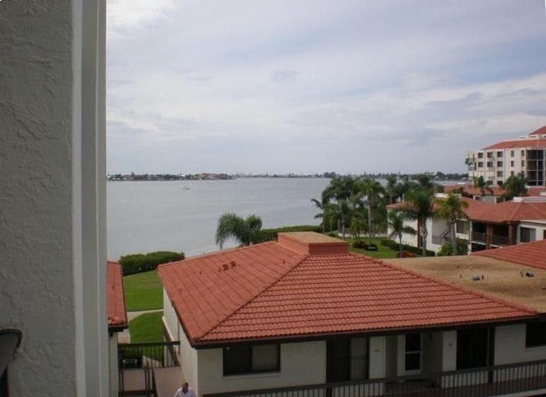 Great Prices-Perfect location- Wonderful Condo at Isla Del Sol, Bahia Del Mar, vacation rental in Tierra Verde