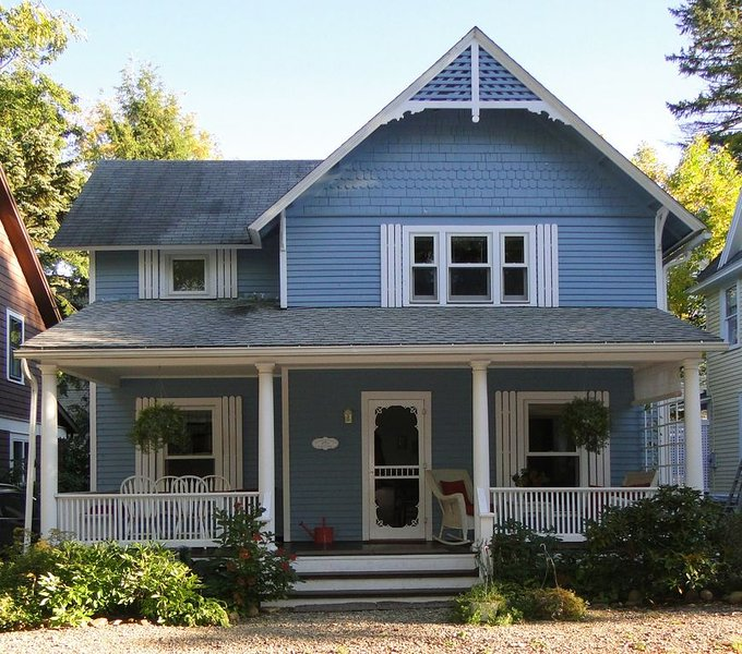 Authentic Chautauqua Institution Cottage, great location, 39 Foster, Whole House, holiday rental in Maple Springs