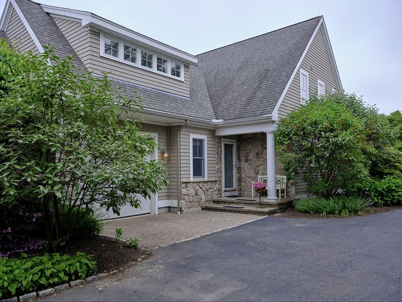 Stunning Home in Central OGT! Quick walk to the Marginal Way, Beaches, and More!, holiday rental in Ogunquit