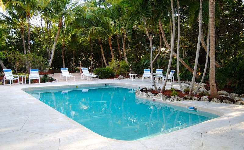 3 Bedroom 2 Bath , Canal Front with Pool, holiday rental in Sugarloaf Key