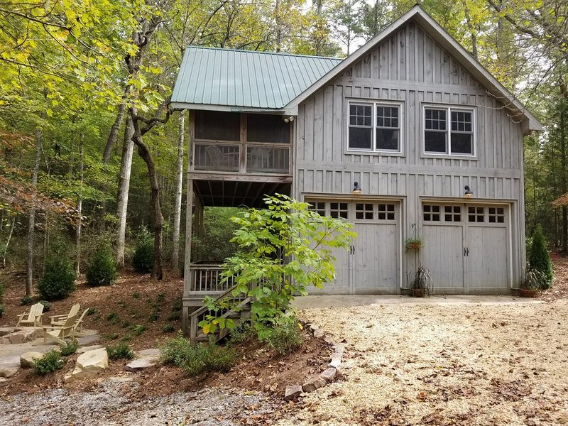 Secluded Mountain Cabin on 3 acre Seed Lake Property - Sleeps 6, holiday rental in Wiley