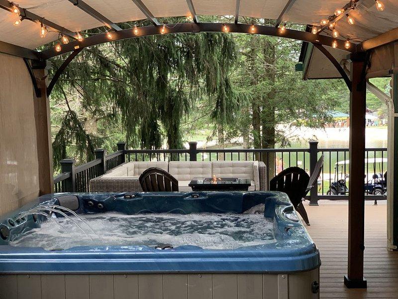 Lake front beauty w hot tub & arcade room., holiday rental in Lake Harmony