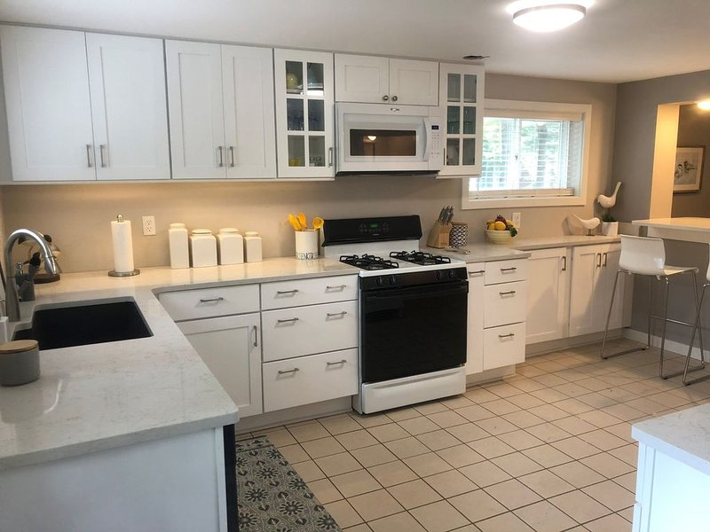 Comfy Cottage! A comfy home away from home!, holiday rental in Marion