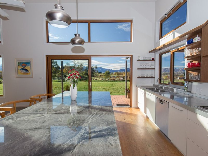 Luxury spacious house with large secluded grounds, holiday rental in Cardrona