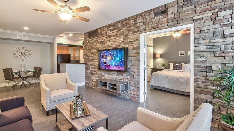 YOUR FRIENDS WILL BE ENVIOUS! 5-STAR vacation: shop, dine, relax and play! NEW!, vacation rental in Paradise Valley