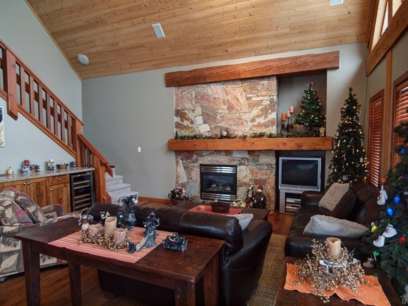 Ski In, Ski Out Awesomeness!, holiday rental in Christina Lake