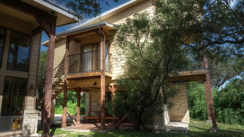 River Front Vacation Home!, vacation rental in Sabinal