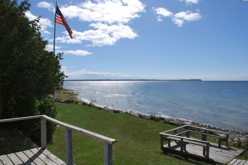 Amazing Sunsets • 280 Ft. Shore • 2.5 Acres • Great Cottage!, holiday rental in Gills Rock