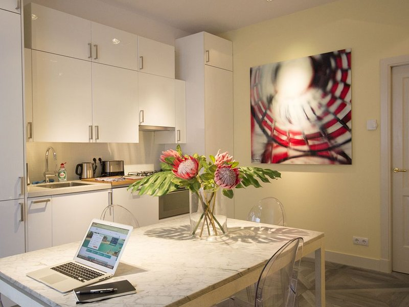 Design Canal-House Suite Apartment in City Centre, vakantiewoning in Amsterdam