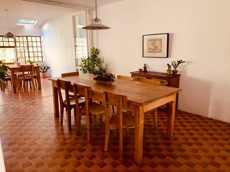 Casa Hidalgo - Gorgeous house minutes from downtown and americana neighborhood, vacation rental in Guadalajara