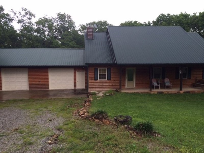 Truman Lake Vacation Home on 10 Acres, Borders Public Ground, holiday rental in Tightwad