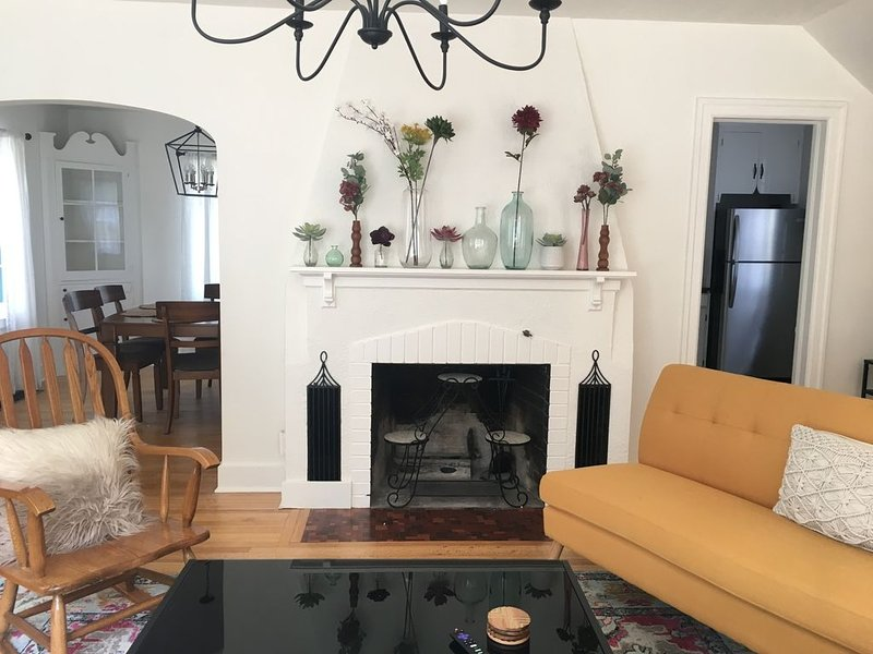 Newly renovated 4BR house in University District, holiday rental in Clinton