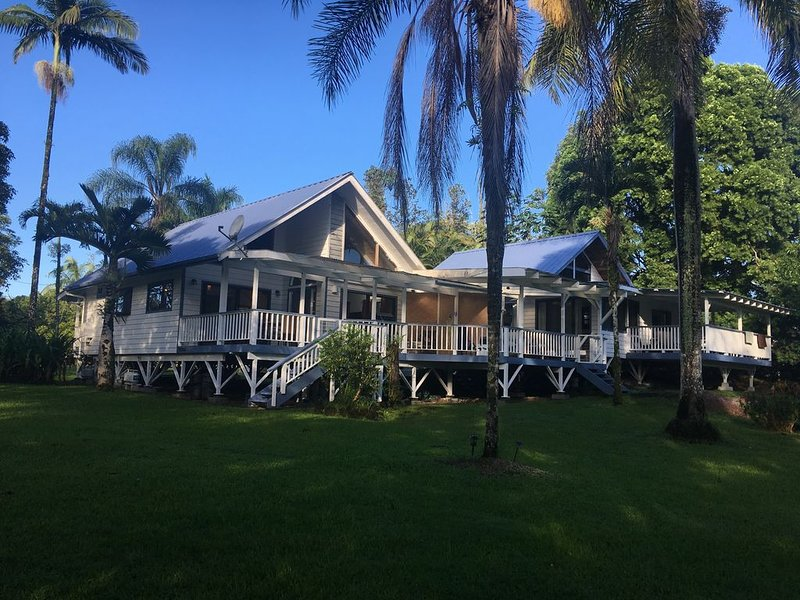 Beautiful 2B Cottage in an acre of gardens, vacation rental in Keaau