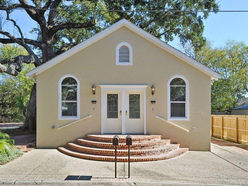 Historic Home 1 block from Beach and walk to Restaurants and Casinos! – semesterbostad i Biloxi