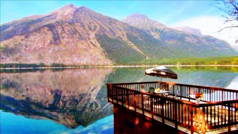 INSIDE Glacier Natl Park, Lakefront Cabin on Lake McDonald, boat deck, fireplace, casa vacanza a Parco nazionale Glacier