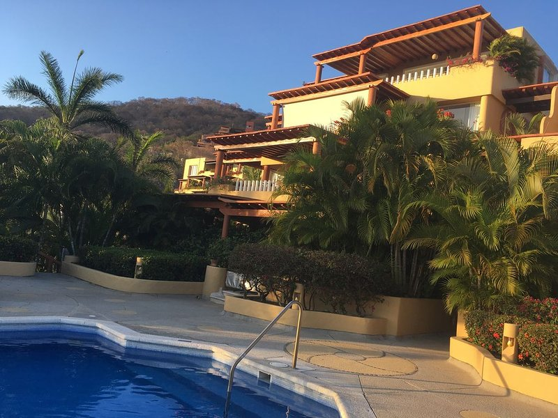 Luxury And Peaceful Little Condo With Direct Access To The Beach, location de vacances à Zihuatanejo