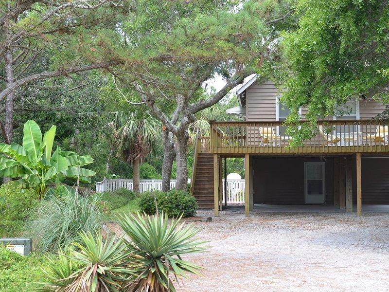 Emerald Isle Oasis With Private Pool, casa vacanza a Emerald Isle