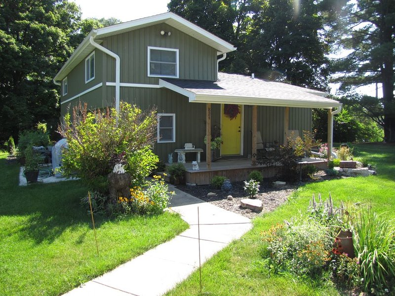 Mississippi riverview guesthouse near historic downtown LeClaire., holiday rental in Camanche