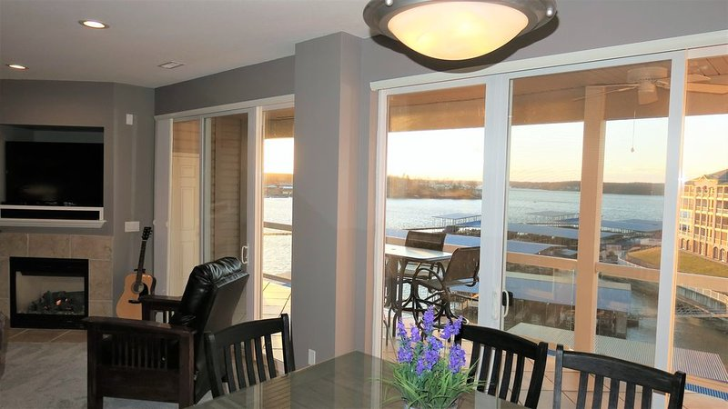 Executive Waterfront Condo. Amazing Lake View. Top Floor. No Stairs to Condo, vacation rental in Osage Beach