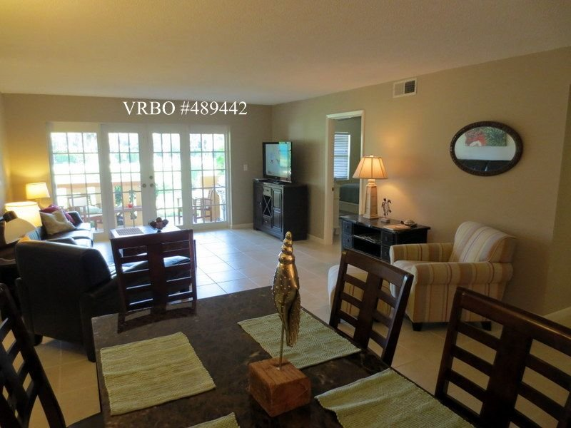 Vero's Finest Location! - 170 Steps From Boardwalk/Beach, location de vacances à Vero Beach