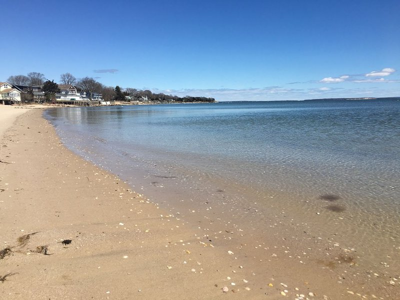 Bay view beach house in North Fork Wine County, holiday rental in Laurel