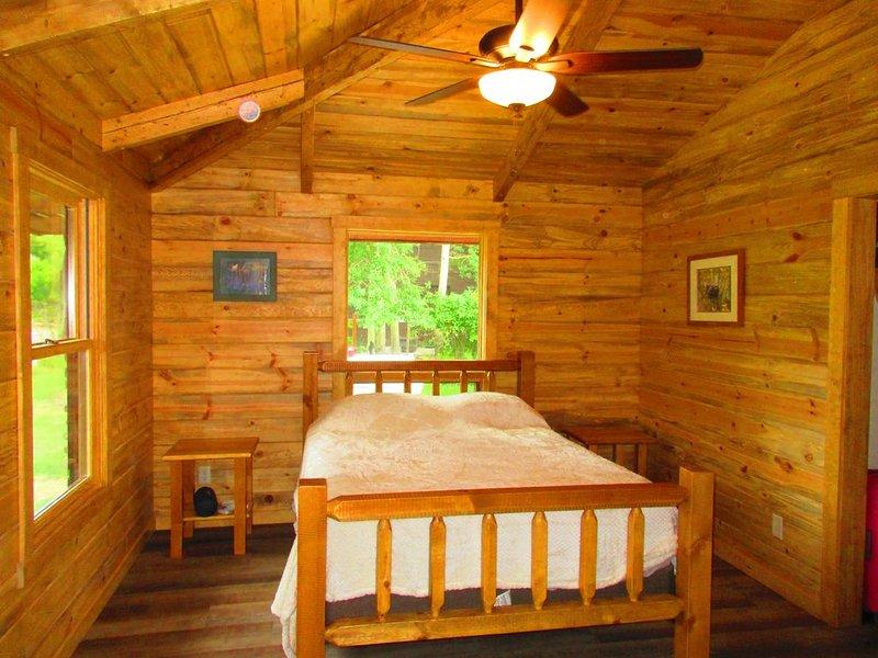 The Legg Ranch House in Wapiti Valley, vacation rental in Wapiti