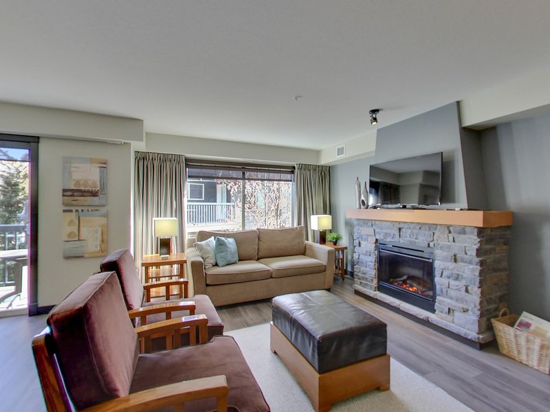 A True Mountain Oasis! Spacious 2 bedroom Condo, Getaway Home– Soul Spark Suite, vacation rental in Seebe