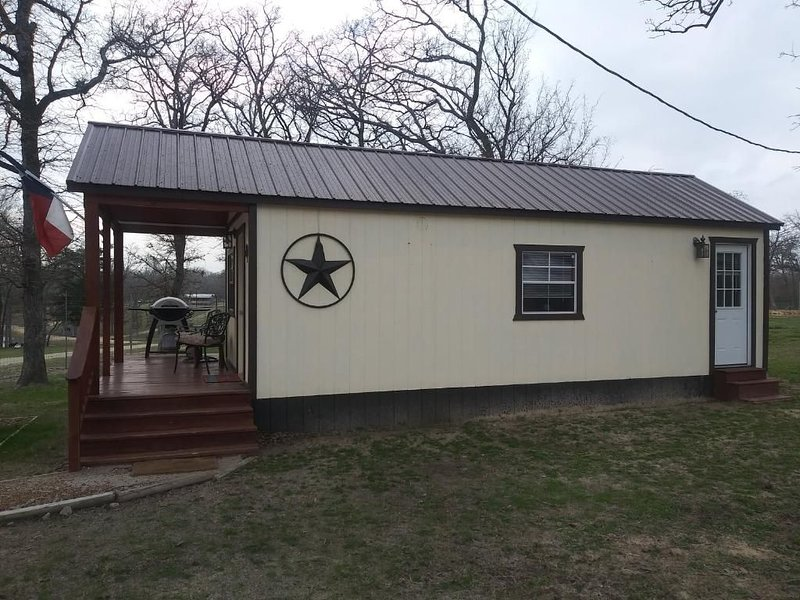 The Cabin at Rockn Rowdy Ranch  - Exotic Wildlife Ranch & Famil  Getaway, holiday rental in Madisonville