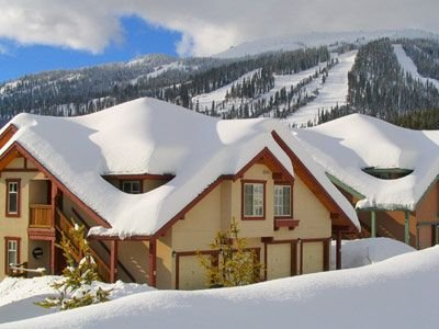 Ski-In Ski-Out 3 BR Condo at Forest Trails, Family Friendly – semesterbostad i Sun Peaks