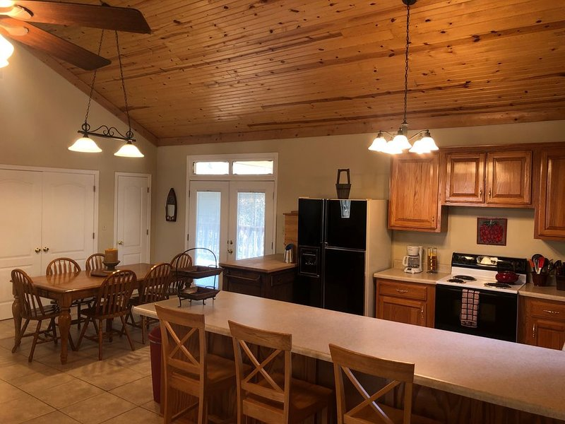 The Little House in beautiful Tannenbaum Resort and Greers Ferry Lake, casa vacanza a Tumbling Shoals