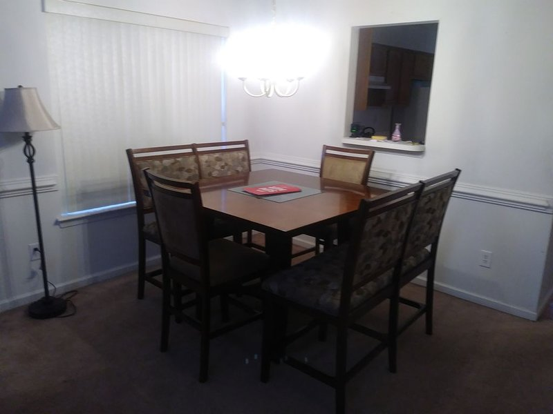 Welcome to Our Cozy Home in Chesapeake, alquiler de vacaciones en Portsmouth
