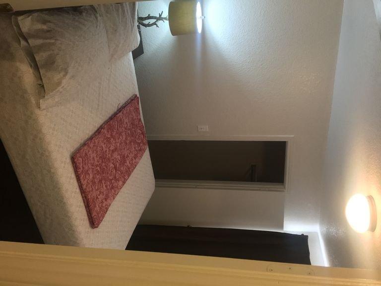 DENIS TEMPORARY HOUSING 3 BEDROOMS APT-D, holiday rental in Harker Heights