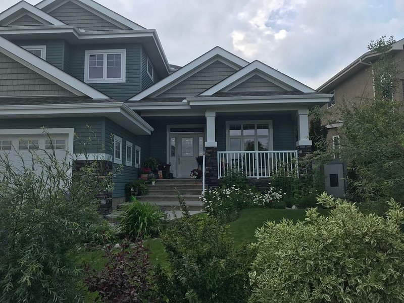 Spacious and Welcoming Home awaits you!, holiday rental in Spruce Grove