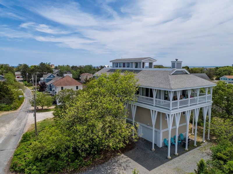 Luxury 4 BR/3BA +bonus rm-Rooftop decks w/ Ocean & Marsh View, aluguéis de temporada em West Newbury