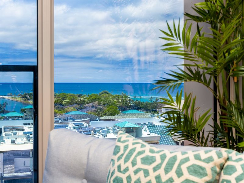 Brand new! Elegant and Luxury. A Perfect Vacation Home with best location!!!!, alquiler de vacaciones en Aiea
