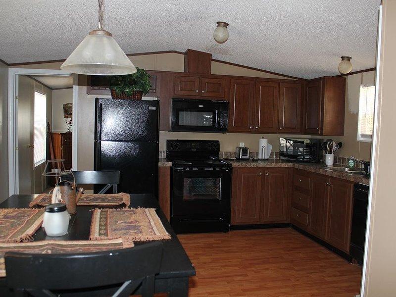 The Merle Haggard Cabin, holiday rental in Black