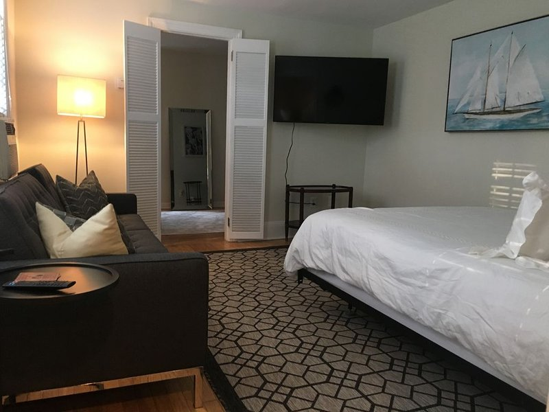 Twenty One ! Boutique Stay in Heart of Downtown, holiday rental in Chappaqua