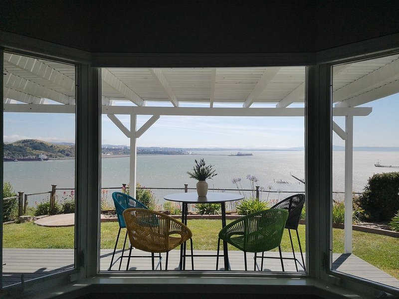 360 Spectacular Bay View luxury home close to NAPA and San Francisco, holiday rental in Port Costa