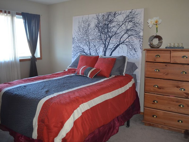 Cozy Clean Comfortable, holiday rental in Red Deer