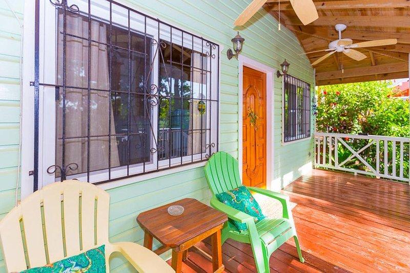 Seaside Inn: Gecko Bungalow- Private Pool! West Bay Beach!!!, vakantiewoning in West Bay