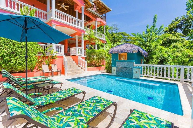 Seaside Inn: Toucan King Suite- Private Pool! West Bay Beach!!, vakantiewoning in West Bay