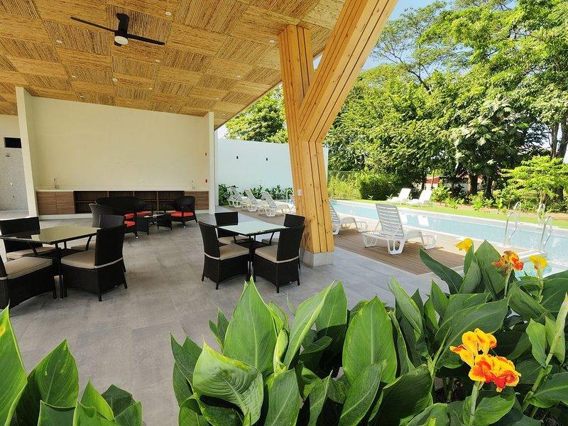 Brand new modern 2BR condo!, holiday rental in Carara